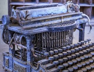 typewriter-1007298_640.jpg